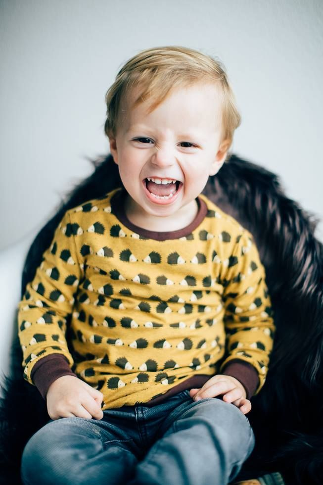 hedgehogs mustard melee -- fabric design Deborah van de Leijgraaf -- Photo Isabella Wistuba -- http://shop.by-bora.com -- #organic #organicfabric #fabric #sewingpattern #kids #sew #pattern #smile #cute #boy