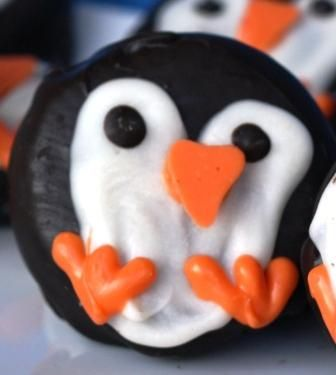 Gourmet Mom on-the-Go: Penguin Oreo Cookies: Gourmet Mom, Valentines Penguins, Penguins Cupcakes, Penguins Oreo, Oreo Cookies, Oreo Valentines, Penguins Cookies, Christmas Sweet, Mom On The Go