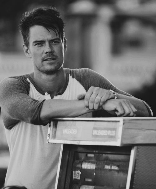Josh Duhamel is sexy! And I love this movie -Safe Haven!