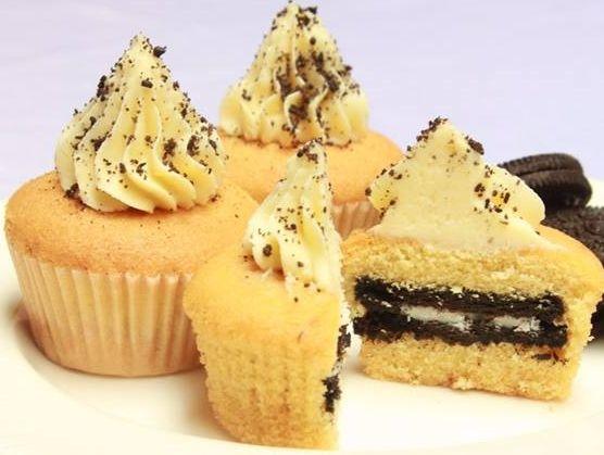 FAITH FAIRIES OREO MINI CUPCAKE Heavenly vanilla cupcake filled with whole oreo and topped with vanilla buttercream frosting as well as sprinkled with oreo crumb. (Vanilla cupcake dengan cita rasa terbaik, diisi dengan satu kue oreo dan ditutupi dengan buttercream vanilla beserta taburan remah-remah dari oreo.