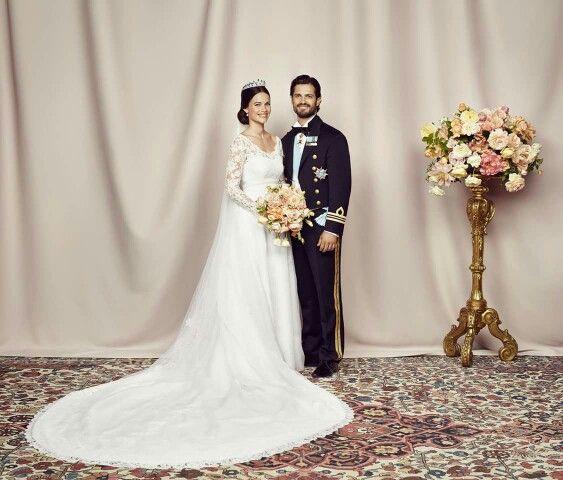 Das offizielle  Hochzeitsfoto von Prinz Carl Philip und Prinzessin Sofia.