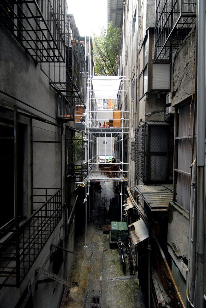 Arcadia in the Back Alley - Huang Chi Teng