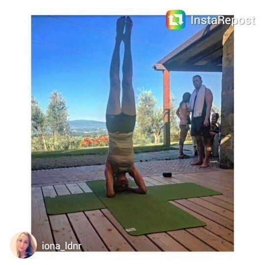 @iona_ldnr Congrats on your first stand alone headstand!  #tuscanfitness #headstand #yogatuscany #yogaretreat #yoga #yogaeverywhere #yogalove #tuscany #tuscanygram #yogawithaview Visualizza traduzione