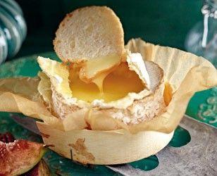 Ofen-Camembert mit karamellisierten Nüssen und Feigen