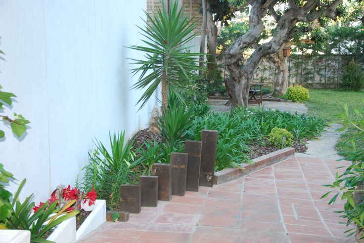 Separación de jardin con vigas de madera