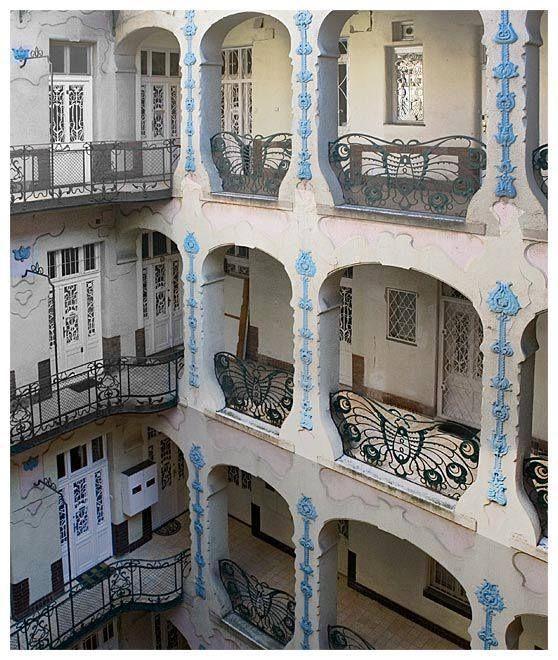 #artNouveau Budapest, Hungary House Architect: István Nagy jr., built in 1906. Note he stylized Hungarian folk motifs in the forms and decoration of the building (Magyar szecesszió építészeti alkotásai - Szenes-ház - XIV. kerület, Thököly út 46. - Budapest)