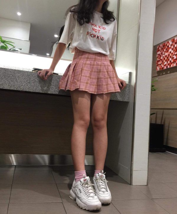 Looks aesthetic para no tirar tu falda del uniforme Style Outfits, Teen Fashion Outfits, Girly Outfits, Retro Outfits, Cute Casual Outfits, Girl Fashion, Grunge Outfits, Indie Outfits, Mean Girls Outfits