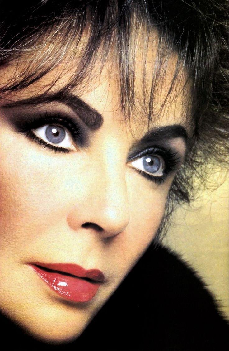 La Liz : Photo. Look at those beautiful violet eyes!