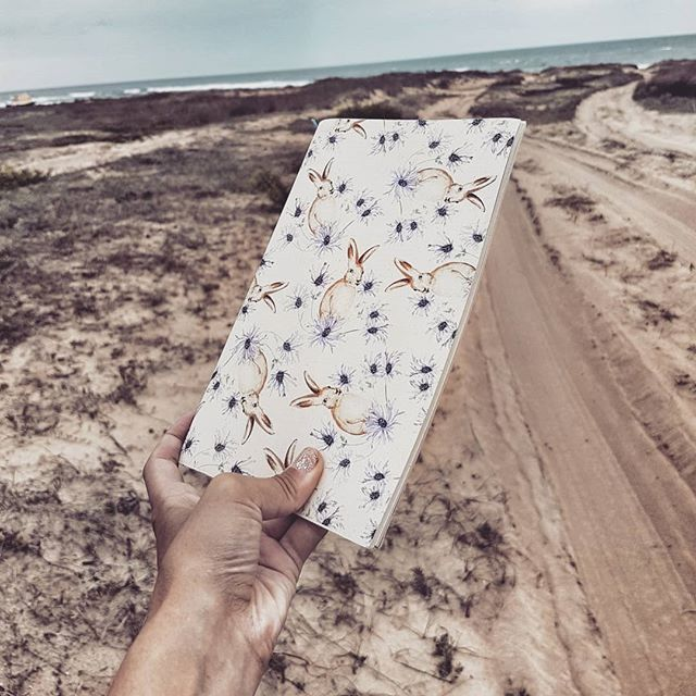 """""""Art happens""""  Según James Whistler el arte sucede.  Sabemos que la naturaleza nos inspira a donde vayamos por eso nuestros cuadernos además de estar hechos  con materiales amigables con el medio ambiente tienen el tamaño y peso perfecto para acompañarte en cualquier viaje.  We know that nature inspires us wherever we go that is why our notebooks besides being made with environmentally friendly materials have the perfect size and weight to accompany you on any trip.  #ecowarrior…"""