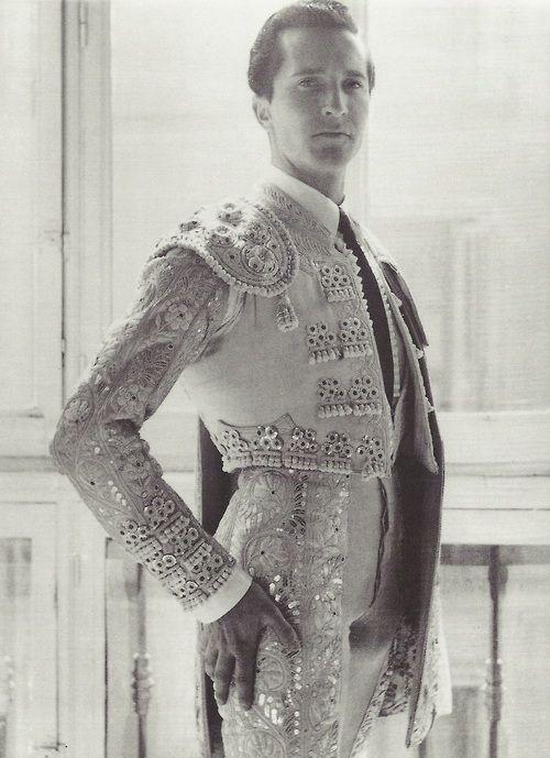 Cecil Beaton- Luis Miguel Dominguin, 1952 http://apartmentsevilleflornaranja.blogspot.com.es/