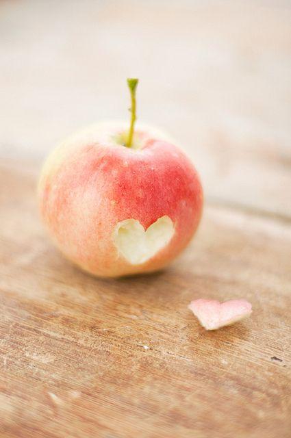 A little bit of apple love | Flickr - Photo Sharing! op we heart it / visuele bladwijzer #21827072