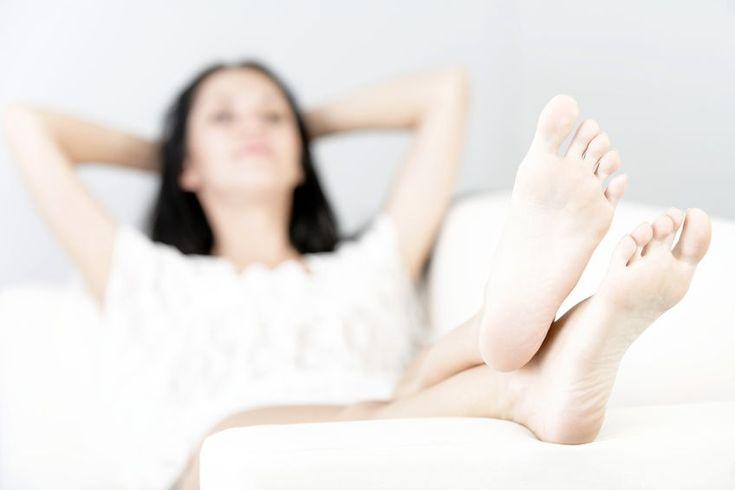 Die Sorge, dass nach langwieriger Vorbereitung mit Hormonen und dem ganzen Aufwand, den eine Insemination bedeutet, die Spermien einfach wieder aus der Gebärmutter herauslaufen, ist nachvollziehbar. Ist Liegenbleiben nach Insemination wirklich wichtig?