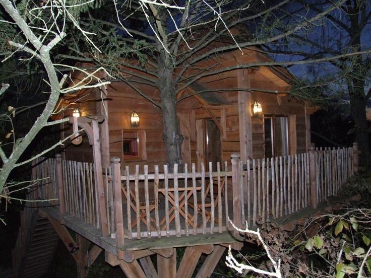 Jolie chambre d'hôte dans une cabane perchée avec une vue magnifique pour 2 adultes et 2 enfants à Féricy