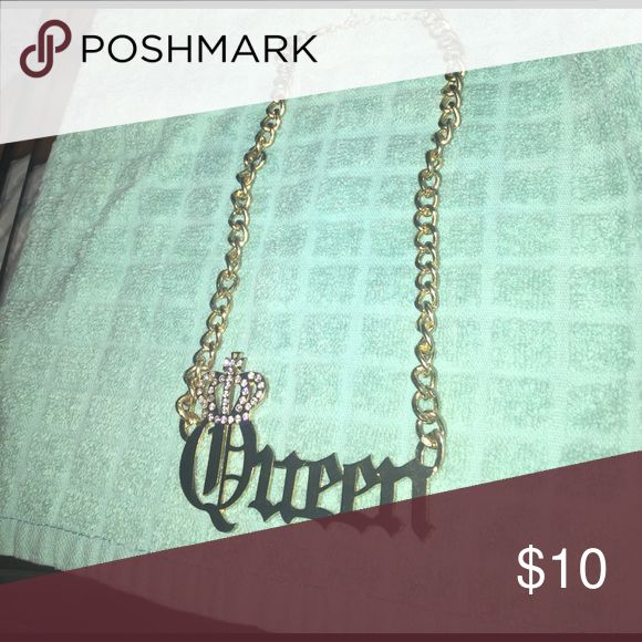 Queen necklace . Fits more like a choker. Gold is a little chipped around the chain Jewelry Necklaces