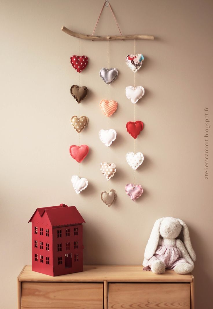 Cute heart mobile. Would be easy to recreate such a siple idea.