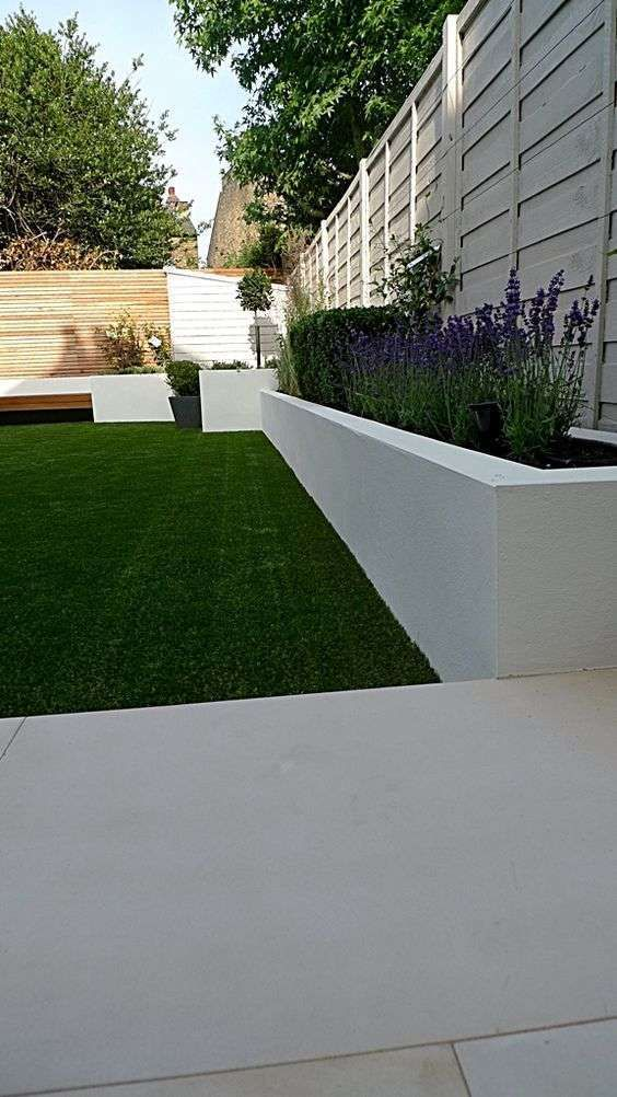 Giardini in stile moderno - Fioriera moderna