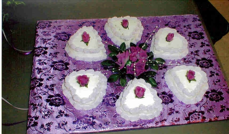 Side cakes to a wedding cake, used to balance the cake.: Wedding Cakes, Side Cakes