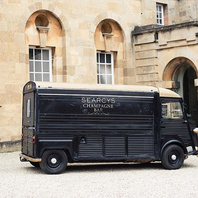 Did someone say champagne truck?   Searcys Champagne Bar at Blenheim Palace #myblenheimpalace #champagne @blenheimpalace