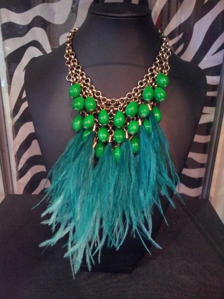 Collar lagrimas verdes y plumas - Santana Benitez
