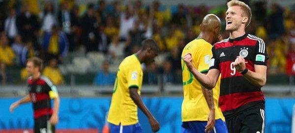 A német válogatott kiütéses, 7-1-s győzelmet aratott a házigazda brazil csapat felett a labdarúgó-világbajnokság keddi elődöntőjében, ezzel elsőként került a vasárnapi fináléba.