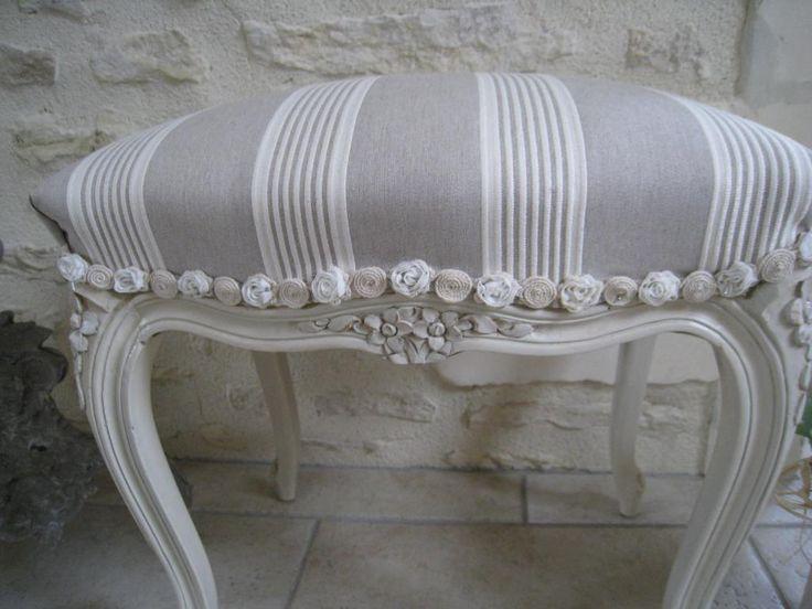 Repose-pieds romantique relooké par Atelier Chanvre et Patines sur Rue des Relookeurs