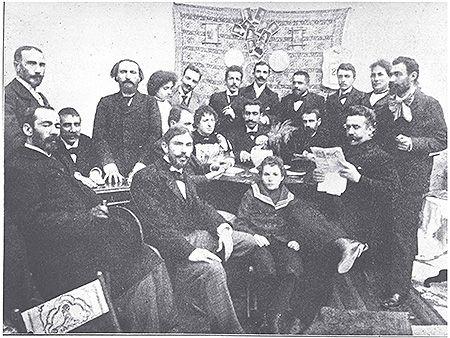 Η πρώτη παρουσίαση κωμωδίας-1900-Το σαλόνι του Γεωργίου Σουρή. Αθήνα, 1896. ΕΛΙΑ – ΜΙΕΤ, Φωτογραφικό Αρχείο