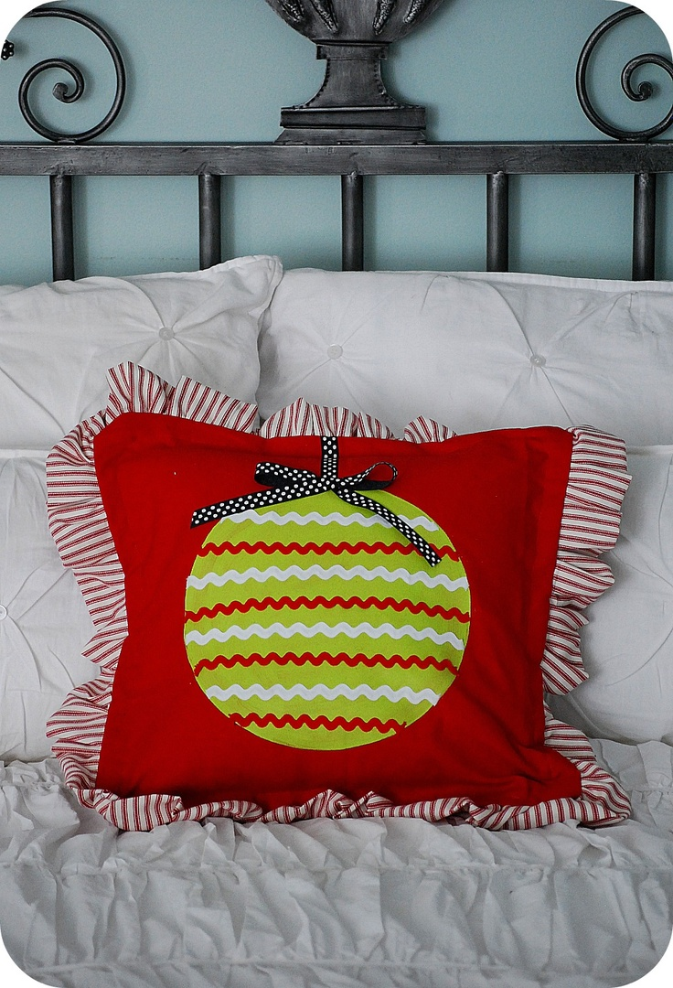 Christmas Project -- make Painted Ornament Pillows & 102 best Christmas ideas images on Pinterest | Christmas foods ... pillowsntoast.com