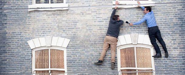 Appesi a una casa vittoriana, a Londra