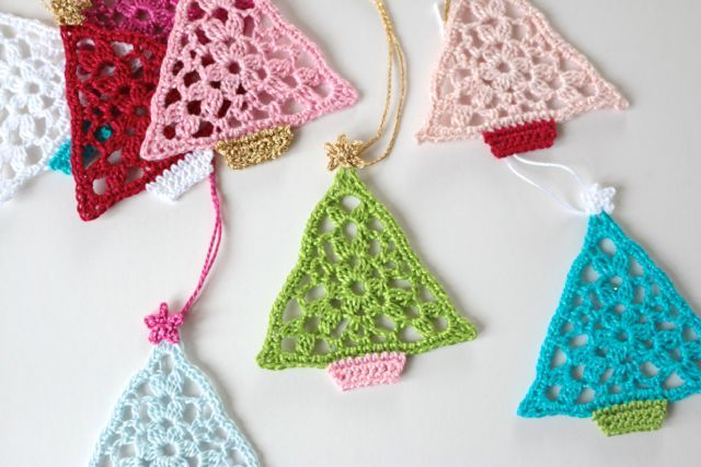 You know, I really would forget my head if it wasn't screwed on. The other day, when I posted about these little trees tags that I made, a few of you asked me how I adapted the original pattern to mak