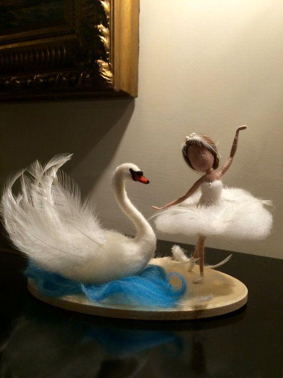 """Muñeca fieltro de aguja, Waldorf inspirado, lana cisne blanco, hadas blancas, """"Lago de los cisnes"""", bailarina, regalo, escultura de arte muñeca, ornamento, suave"""