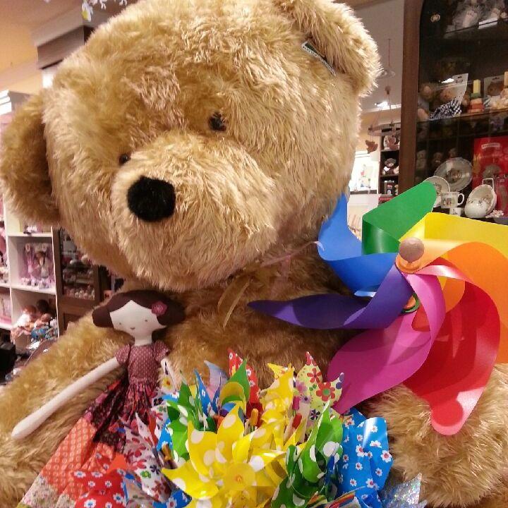 Big Ted image courtesy of Jasper Junior Chadstone......would love a bear that big!!! #giobas #jasperjunior #windmill #teddybear #whirly