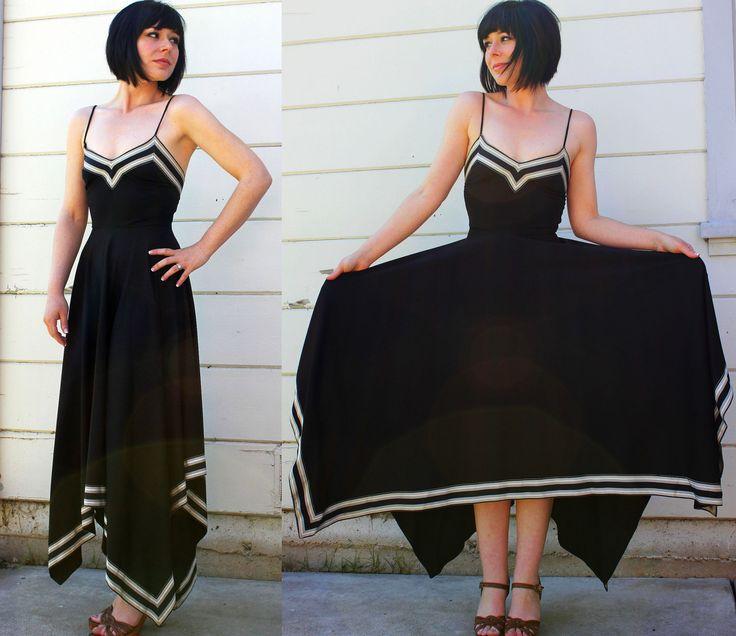 Love the hankerchief hem and use of trim on this dress. Easy way to make a simple dress pattern fantastic. *** Weet nie of dit 'n patroon het nie, maar oulike idee ***