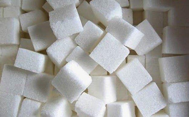 A természetes szénhidrát az egyik fő táplálékunk, ezzel szemben a finomított cukor számos betegség forrása. A legfőbb ok, amiért ártalmunkra van, az, hogy a természetben előforduló növények cukortartalma lényegesen alacsonyabb, mint a bolti fehér cukoré. / Cukor: Édes Méreg ~ cukor, ébredés, egészség, életmód, hétköznapi mérgeink, hírek, igazság, napi mérgeink, valóság, fényörvény,