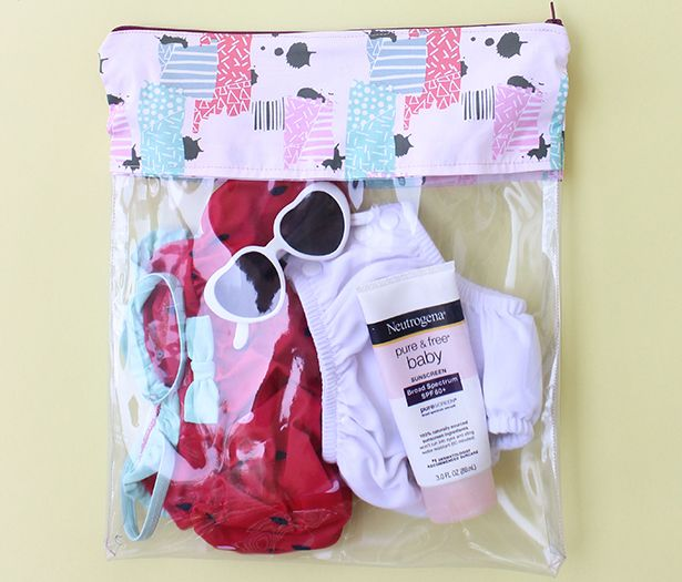 @sewcaroline made an adorable Wet Bag for her daughter using the Skyline S7. This is the perfect project for those who enjoy lovely summer days at the beach, lake or pool.