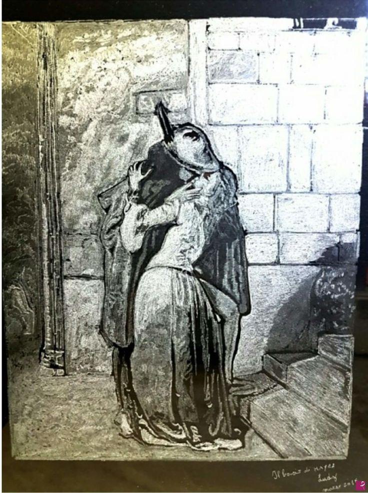 """Incisione a mano su vetro del """"bacio di Hayez"""" di Lucia Di Giacinto"""