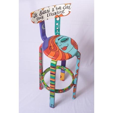 Ilustración sobre Sillas de madera por Martia Juana Botero