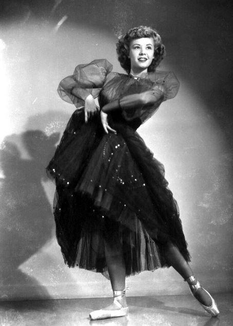 Vera Ellen, American dancer and actress. ✯ Ballet beautie, sur les pointes ! ✯