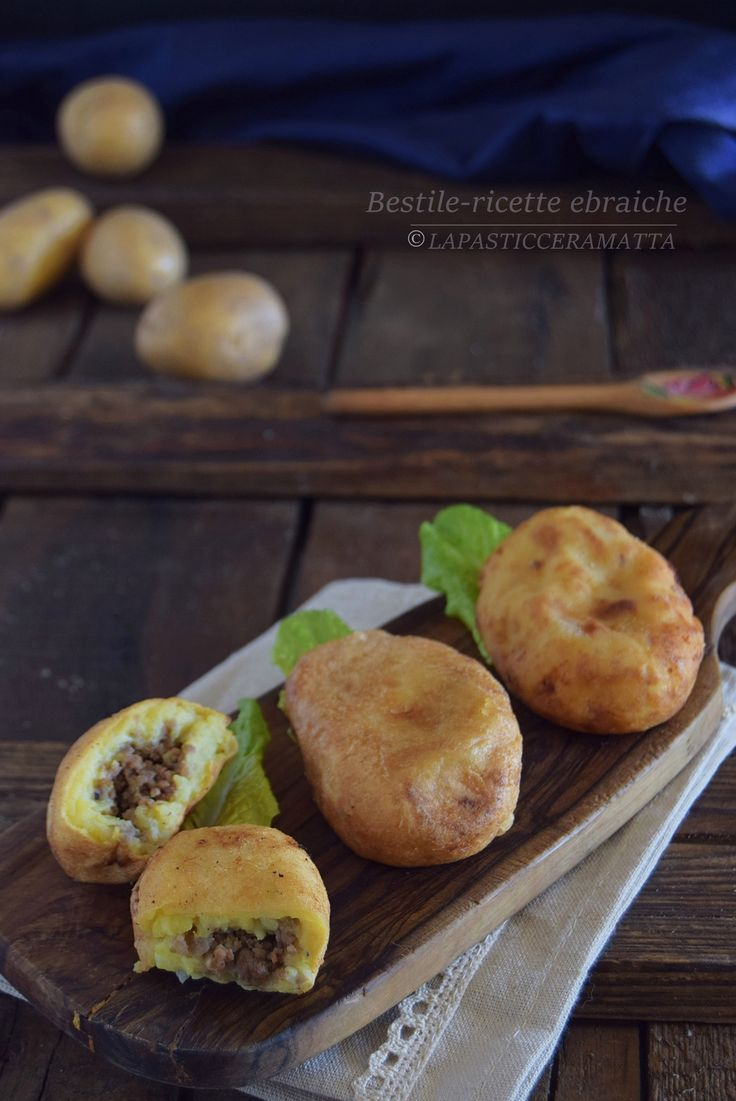 Bestile+polpette+di+patate+ripiene+-ricette+ebraiche RICETTA SUL MIO BLOG : http://blog.giallozafferano.it/lapasticceramatta/bestile-polpette-patate-ripiene-ricette-ebraiche/