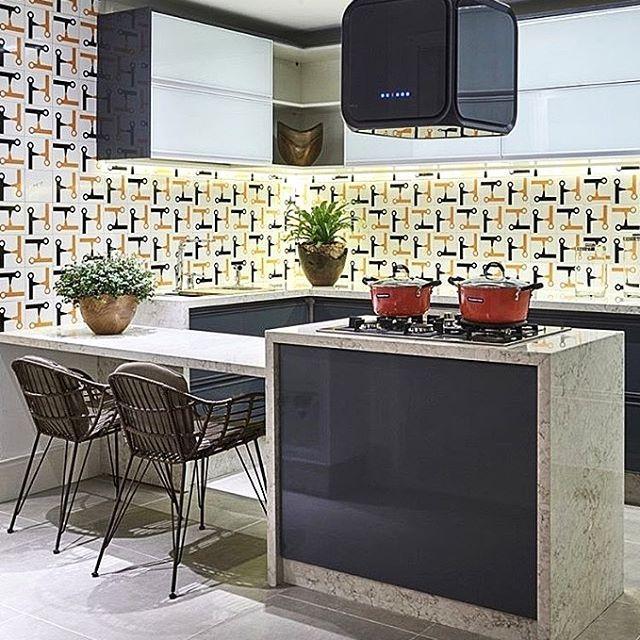 Painel Aperto de Mãos no projeto da @occa.arquitetura para Líder Interiores - Brasília | 😃 | VIVA A SUA PAIXÃO!!! #art #arte #azulejo #azulejos #azulejaria #azulejosdecorados #arquitetura #jhenrique #jhenriqueazulejaria #homestyle #tile #tiles #revestimento #revestimentos #design #decoração #designbrasileiro #cerâmica #painel #paineldeazulejos #wall #Brasília #interior #instazulejo #nostalgia #memoriaafetiva #vivaasuapaixão