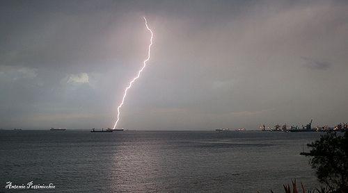 Fulmine su Taranto