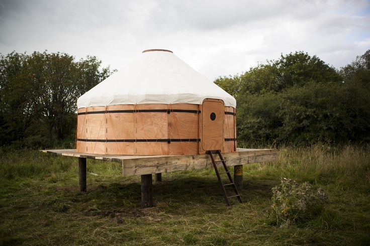 Jero Yurt, abitazione ispirata alle popolazioni nomadi dell'Asia centrale. Ideata dall'azienda scozzese Trakke, disegnata da Uula Jero. Componenti modulari e ispirati alla natura