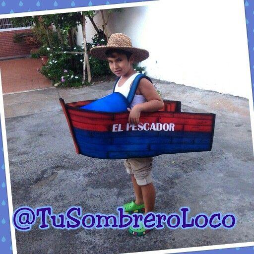 Asi lució ayer este chico su #disfraz de pescador usando nuestro #peñero #barco #bote en homenaje al #DíadelPescador que fue el 14 pasado #actoescolar #actividadinfantil #proyectoescolar #colegio #muñecon #clientesatisfechos #arteengomaespuma #TuSombreroloco