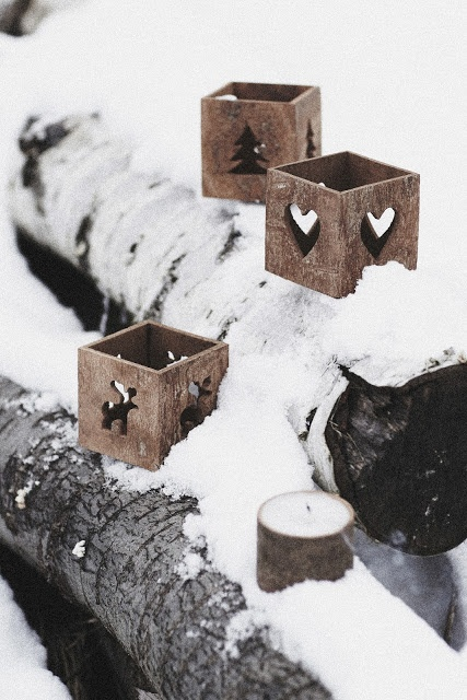 Give your guests these pretty Christmas tea light holders; alternate the patterns to keep your tables looking stylish.