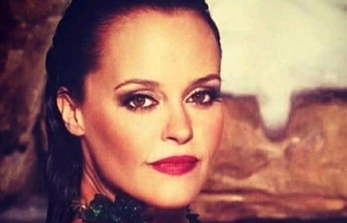 Shaila Durcal esta cansada? de ser comparada con su famosisima madre Rocio Durcal  #EnElBrasero  http://ift.tt/2eLBcJX