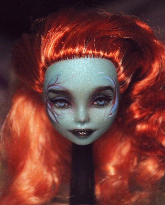 OOAK Commission - Monster High - Repaint - Custom - Make up Service