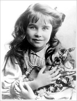 Lady Elizabeth Angela Marguerite Bowes-Lyon (The Queen Mother Elizabeth)…….EVEN AS A CHILD, SHE LOOKED SO DOCILE AND SWEET……BET SHE GAVE HER PARENTS VERY LITTLE  ANXIETY…….(I A GOOD GIRL, I AM)…………..ccp