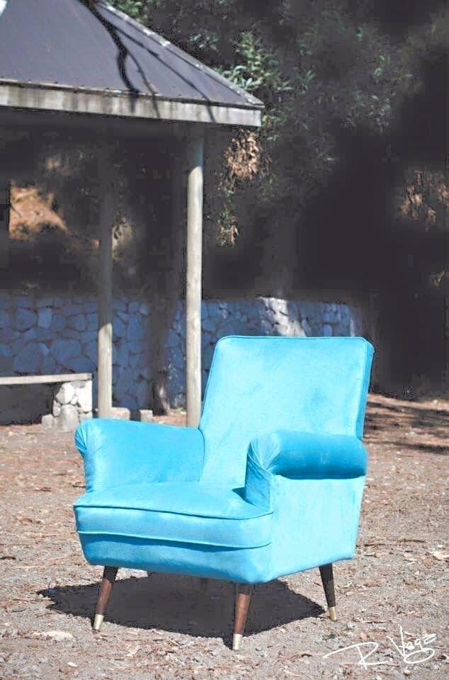 Sillón sónico retapizado en felpa turquesa