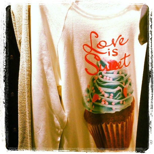 MY T-SHIRT - life is a circus Love is Sweet  sweatshirt