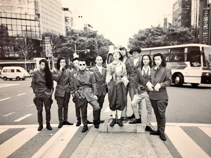 "KENALI FASHION JEPANG PADA TAHUN 1980-1989 │FASHION JEPANG  Berita Fashion Jepang – ""Street Fashion"" adalah sebuah pemikiran gaya fashion yang mengambil dari berbagai informasi sekitar seperti dari musik, olah raga, fashion, dan sejenisnya, mengekspresikan diri mereka melalui pakaian mereka. Lembaga riset fashion and culture ""ACROSS"" berdiri di jalan Shibuya, Harajuku, Shinjuku pada tanggal 9 Agustus 1980. Sejak itu, setiap hari Sabtu pertama pada setiap bulannya lembaga tersebut mengamati…"