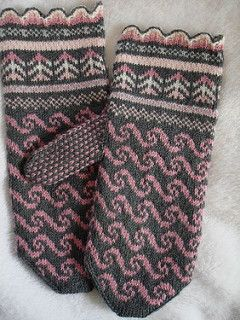 "wannafelt's ""First Latvian Mittens""   <   Free pattern & helpful tweeks   /   rav"